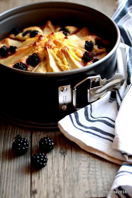 Rührkuchen mit Marzipan, Birnen und Brombeeren