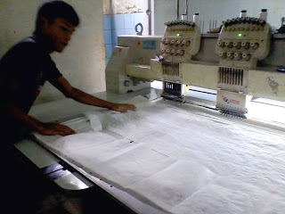 Karyawan Kawrayan Pada Saat Membuat Baju Koko