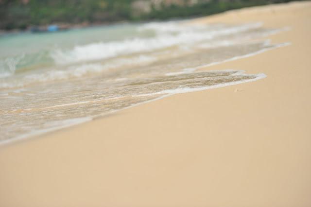 Bãi cát mịn màng tại Hòn Nưa
