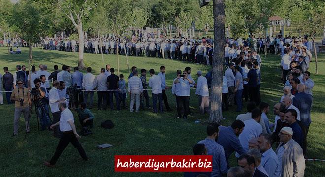 Bi dîmenan pîrozbahîya îdê ya li Diyarbekirê hat tertîpkirin