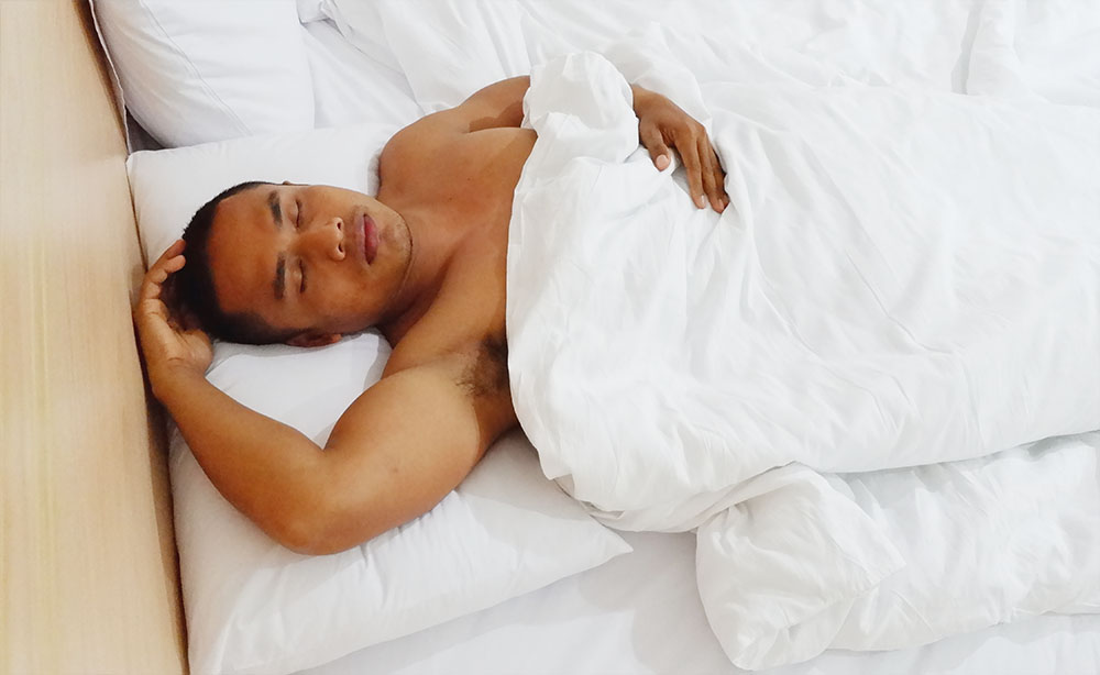 Which Sleeping Position Is Better: Left Side or Right Side?, which side is best to sleep on left or right  best side to sleep on for digestion  sleeping on left side bad for heart  best sleeping position  sleeping on left side meaning  healthy sleeping positions  acid reflux sleep on left side  best sleeping position for breathing