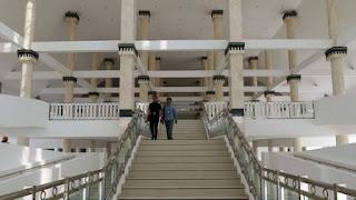 http://www.teluklove.com/2017/04/pesona-keindahan-wisata-masjid-raya-kh.html