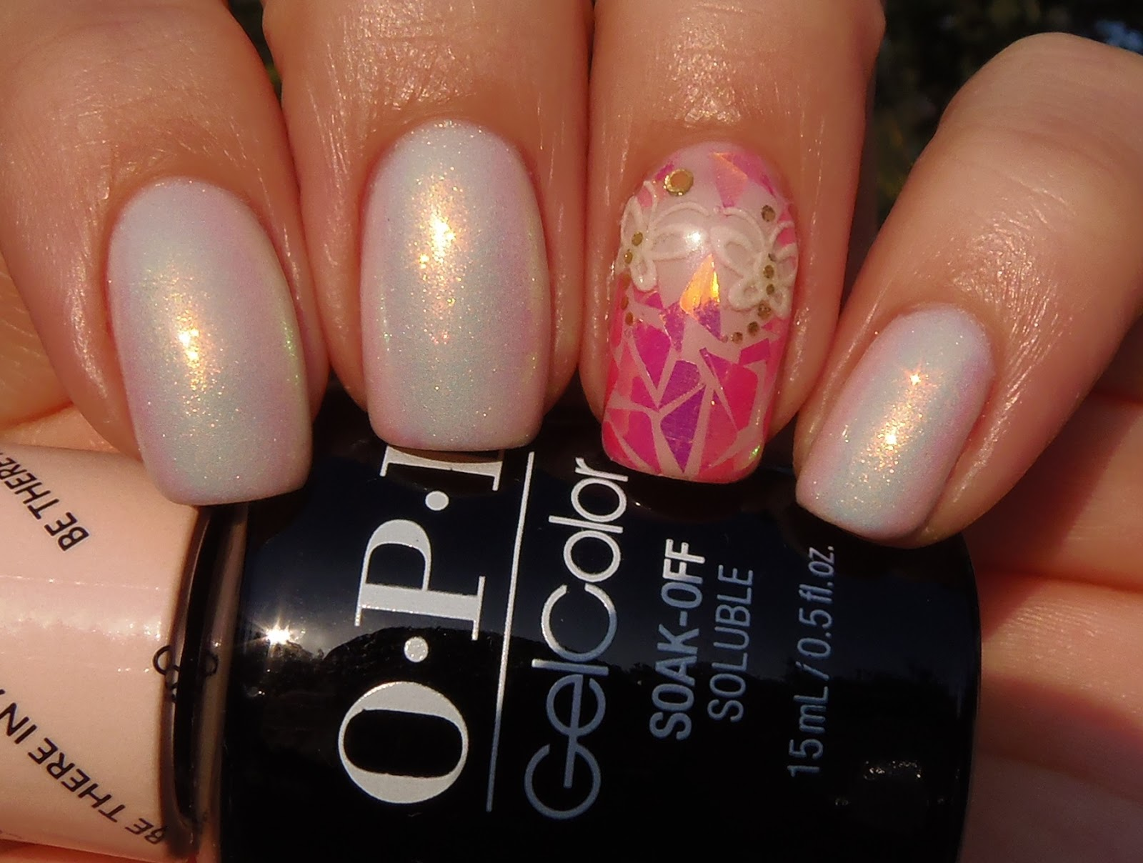 Sparkly Vernis: Beige Gel Mani with Fuchsia Shattered Glass accent