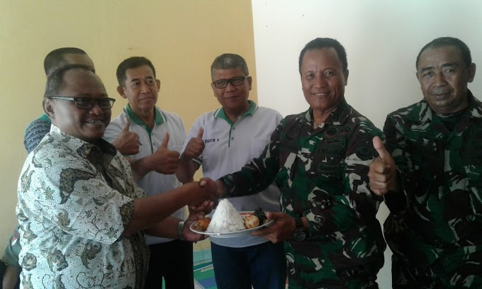 HUT TNI Ke-74 Satgas TMMD Dapat Nasi Tumpeng
