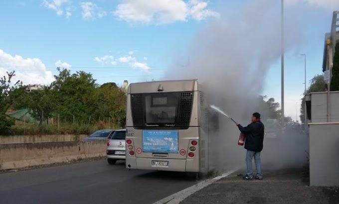 Roma, principio di incendio su un autobus Roma Tpl