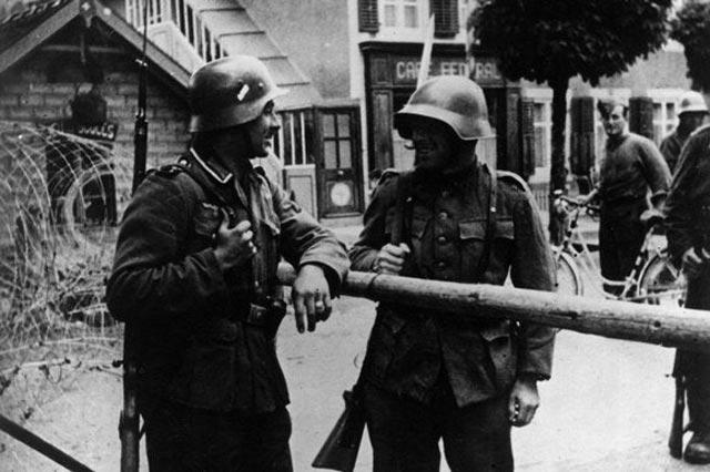 Border guards in World War II worldwartwo.filminspector.com