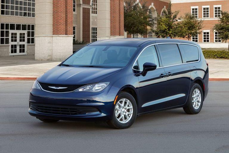 سيارة Chrysler Pacifica موديل 2021