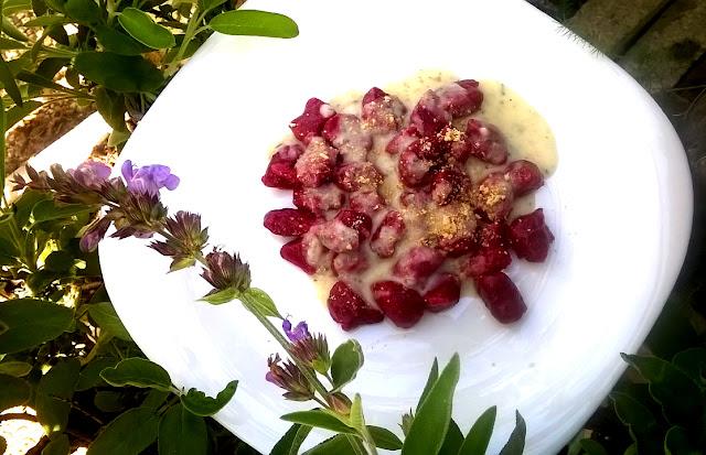 Ñoquis de remolacha, con salsa de Salvia. Receta sin gluten, para todo el mundo