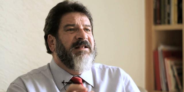 """""""Cuidado com falsas notícias na internet"""" com Mario Sergio Cortella"""