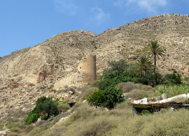 Castillo en la cala de S. Pedro en Cabo de Gata