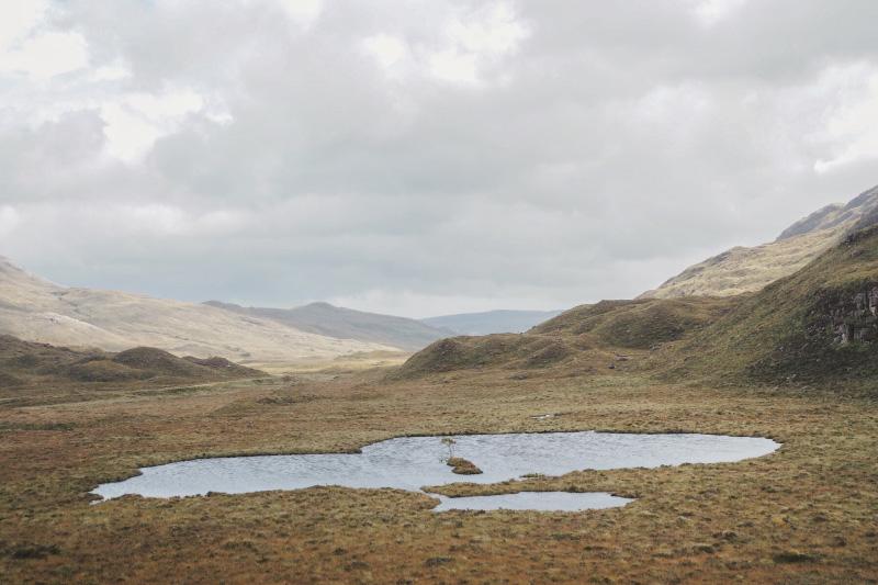 Randonnée dans la réserve naturelle de Beinn Eighe dans les Highlands en Ecosse