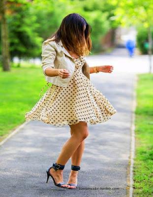 vestido corto juvenil blanco con estampado pepas