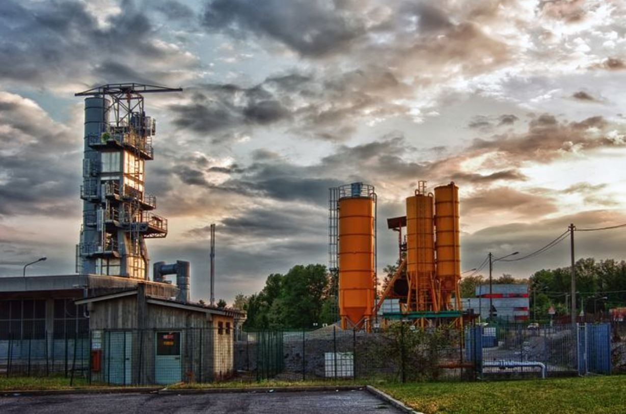 مصر تبحث سبل تطوير قطاعي صناعة الأسمنت والحديد والصلب