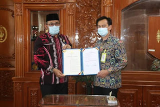 Plh Gubernur Jambi Serahkan SK Penetapan Lokasi Pengadaan Tanah Pembangunan Jalan Tol Betung Tempino- Jambi