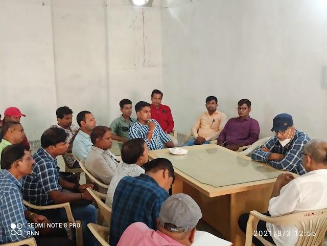 मनरेगा पीओ ने पीआरएस के साथ किया बैठक, दिए वृक्षारोपण पर जोर