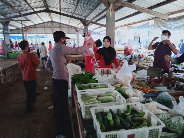 100 Masker di Bagikan Pengunjung Dan Pedagang Pasar Kaligondang