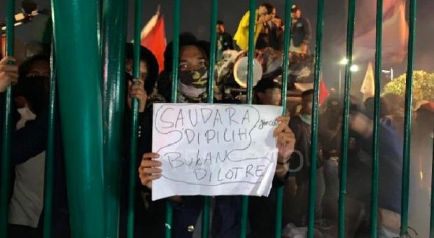 Massa Coba Rusak Gerbang DPR, Mahasiswa: Hati-Hati Provokasi