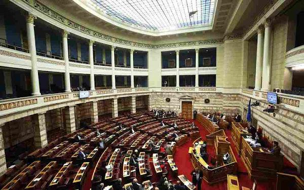Πρόκειται να κατατεθεί στη Βουλή: Τρεις ώρες παραπάνω θα δουλεύουν όσοι μπαίνουν σε καραντίνα