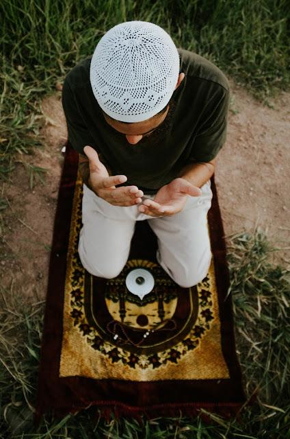 Shalat Penghapus Dosa Dan Kesalahan (Tafsir Qur'an Surah Hud Ayat 114)