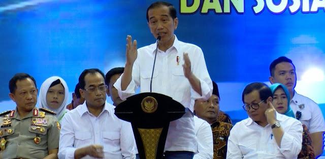Jokowi Pasang Foto Kapolri Tito, Polri Tak Netral?