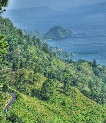 Pemandangan Keindahan Danau Toba Dari Simarjarunjung Hills
