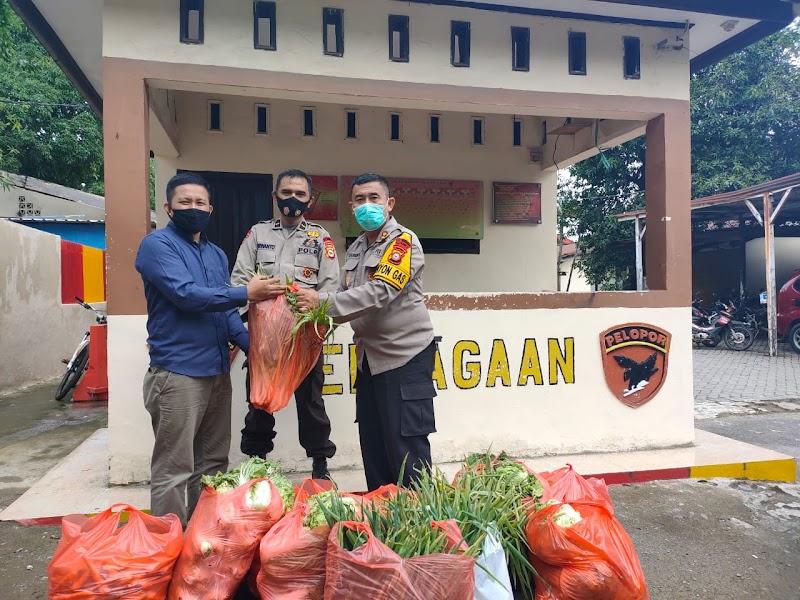 Petani Gowa Berbagi Sayur Untuk Korban Banjir Kota Makassar Melalui Dapur Umum Brimob Polda Sulsel