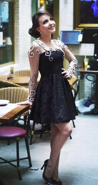 Larissa Manoela looks