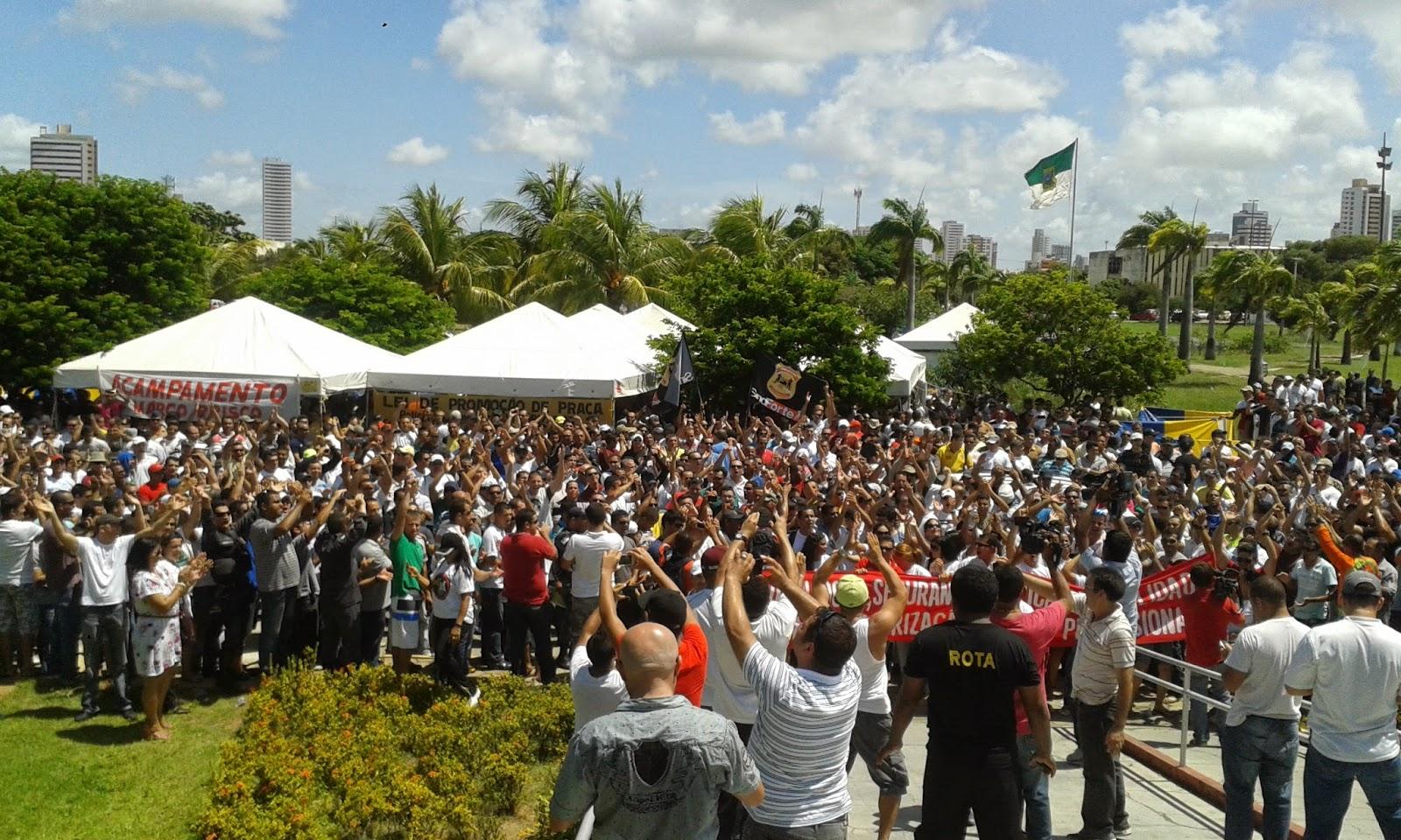 Resultado de imagem para associações em frente a governadoria em Natal