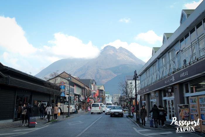 Vue sur le mont Yufu, gare de Yufuin, Oita