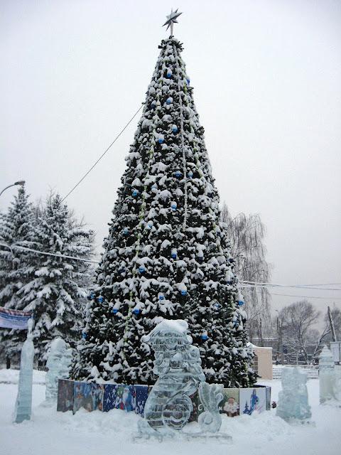 Ледяные скульптуры в Измайловском парке