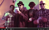 "Video von ""A Rock Star Bucks A Coffee Shop"""