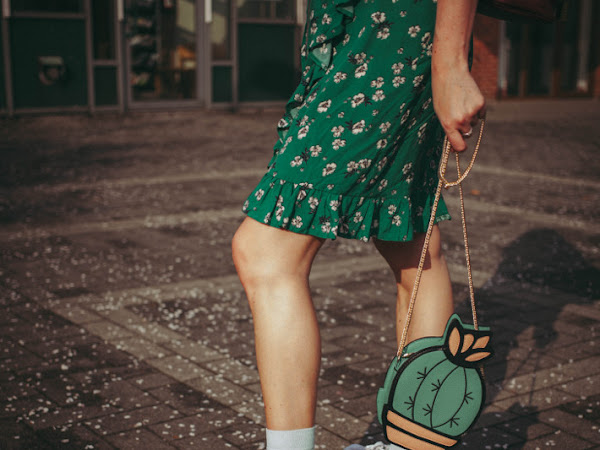 Outfit: floral wrap dress, Happysocks and hummingbird sneakers