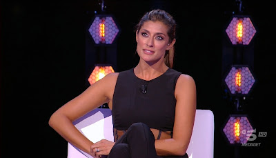 Elisa Isoardi conduttrice tv foto isola dei famosi 24 maggio