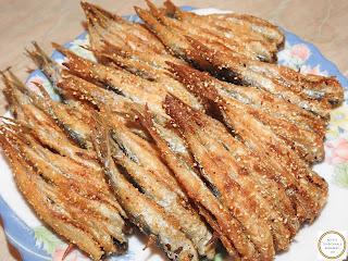 Hamsie pe scobitoare prajita in crusta de malai reteta pescareasca dobrogeana traditionala de casa retete culinare romanesti,