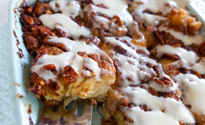 how to make cinnamon roll biscuit cake