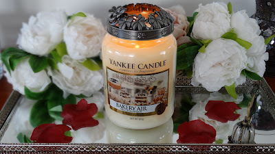 candle addict, bougie parfumée, bougie addict, cire parfumée, wax melt, scented candle, webinfluencer, passion bougie, parfum, cocooning, home sweet home, homefragrance, parfum d'ambiance, blog déco, blog bougie, blog lifestyle, candle blog, revue bougie, candle review, bougie, candle, avis, avis bougie, fragrance, parfumer sa maison, bath and body works, yankee candle, village candle, goose creek, scent, bakery air