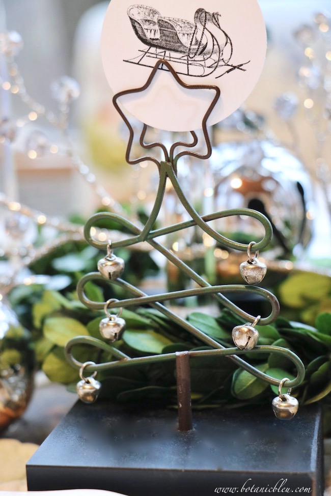 christmas-sleigh-bell-tablesetting-tree-placecard-holder