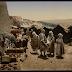 """أمام أحد بوابات قسطنطين، قسطنطين، الجزائر  - صورة ضمن """"مناظر لناس ومواقع في الجزائر"""" في كاتلوغ شركة ديترويت بَبلِشِنْغ كَمْبَني لعام (1905)- المالك مكتبة الكونغرس - المصدر المكتبة الرقمية العالمية"""