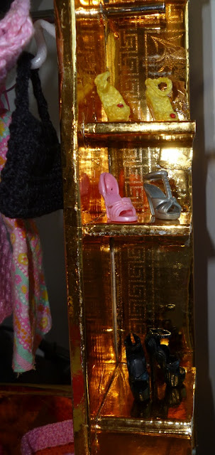 DIY - Casa da Barbie - Closet Para Bonecas Barbie, Monster High, Susi  por Pecunia MillioM prateleiras