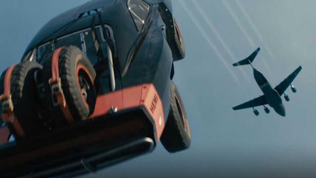 السيارات-سقطت-من-السماء..-حرفياً