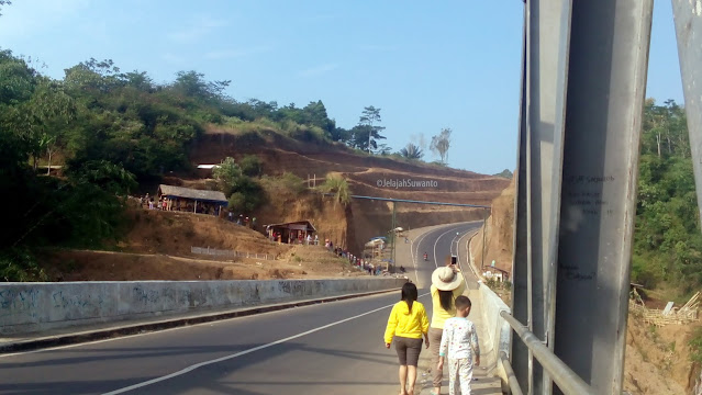 Jembatan Cibeureum Jalan Baru Cisinga Ciawi Singaparna || ©JelajahSuwanto