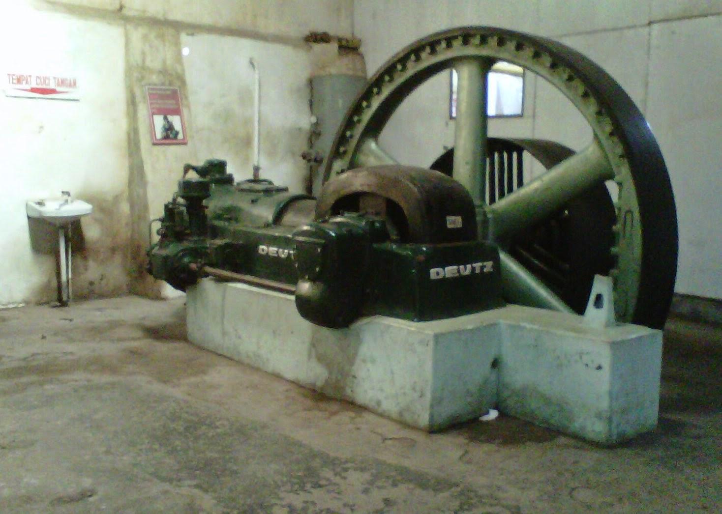 Generator pembangkit listrik tua di pabrik kopi Gunung Gumitir PT Perkebunan Nusantara XII.