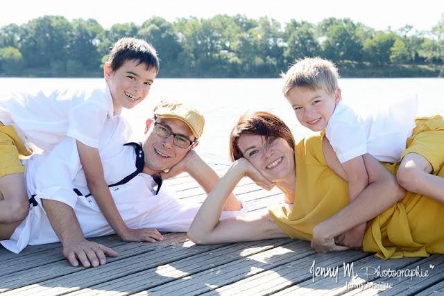 séance famille en extérieur au lac shooting family