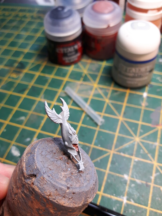 I like to work out where my highlights go early on  so I don t forget later     I also blocked in the gold parts early as I find it helps me to. Noobs and their paintbrush  Phoenix Guard Part 2   Painting the head