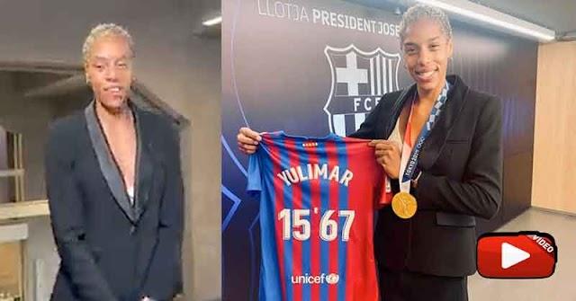 Yulimar Rojas recibió una camisa del presidente del Barcelona FC