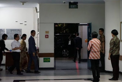 Presiden Jokowi besuk Bu Risma di RSUD Soetomo Surabaya