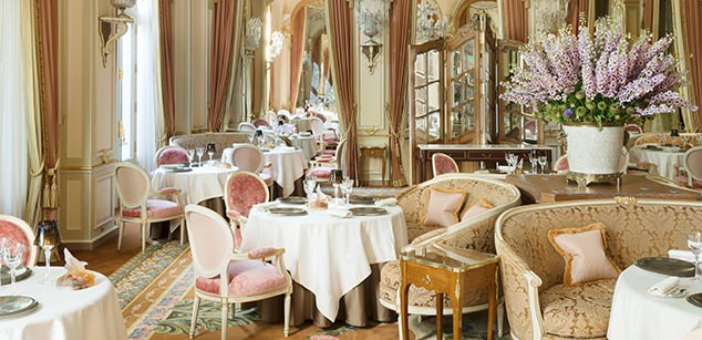 Breathtaking feminine romanticdining area renovated Ritz Paris