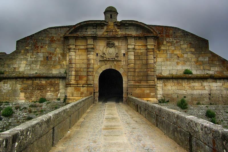 Porta de entrada em Almeida