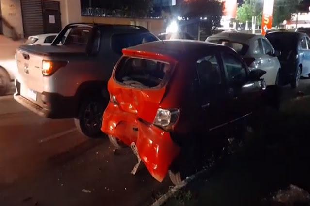 Mulher provoca grave acidente envolvendo cinco carros