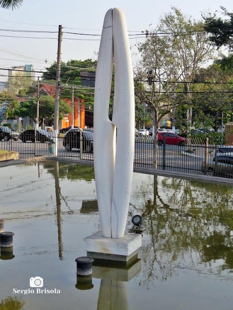 Close-up da Escultura Outono Silencioso - MuBE - Jardim Europa - São Paulo